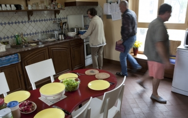 Residents of the Family Hotel Ecohcère preparing their meal