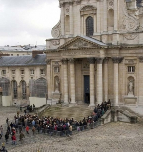 The crowd in front of the Church of Val de Grace in Paris